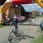Tom projíždí do prvního kola