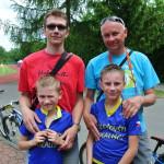 Šťastní bikeři Tom a Jarda se šťastnými tatínky Danem a Jarynem