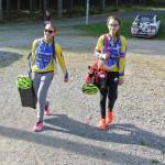Libuš přichází do závodiště s týmovou kolegyní Zuzkou