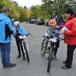 Dan s Tomem a Renata s Jardou po příjezdu do místa závodu