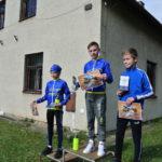Celkové vyhlášení Valašskokarpatské cyklotour a tři nejrychlejší kluci. Zlatý Jarda a Bronzový Tom.