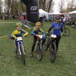 Na start se připravuje smíšená štafeta - Filip, Jarda a Verča