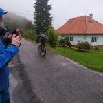 Posledních pár metrů pro Jardu a závěrečné fotky pro Dana v modré pláštěnce vlevo